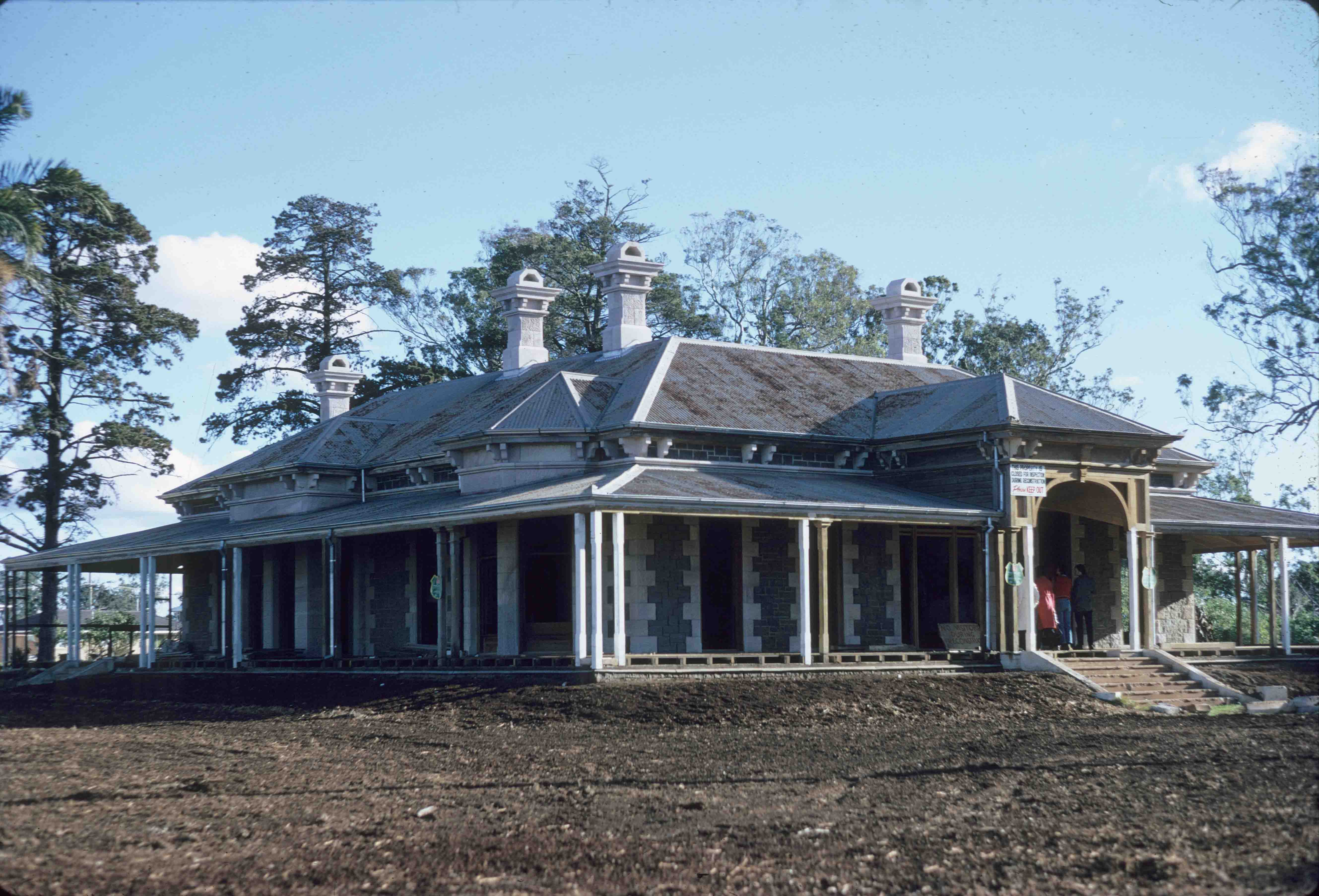 Smithfield homestead toowoomba 1974 queensland for Landscapers adelaide western suburbs