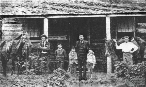 Murton family, Resolute commune, c1895