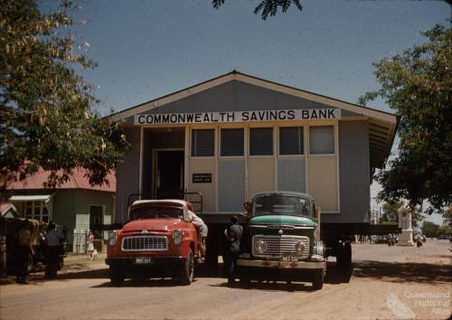 Moving the Commonwealth Savings Bank, Barcaldine 1961