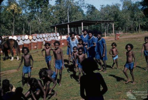 Children and older girls, Weipa, 1958