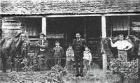Murton family, Resolute commune, c1895
