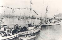 The pearling fleet leaves Kushimoto, 1953